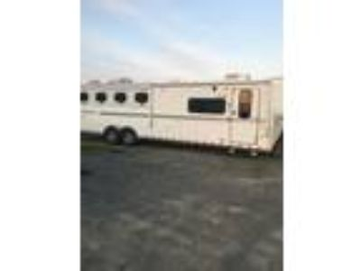 2006 Sundowner for horse living quarters