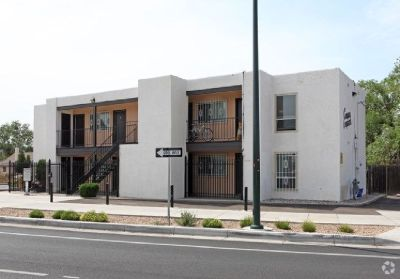 Furnished Studio - Walking distance UNM - Utilities included