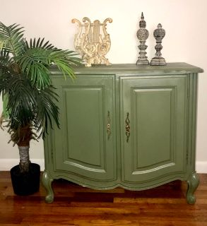 Beautiful Vintage Chest. Project piece. 35 wide x 30 tall x 19 . See description below.