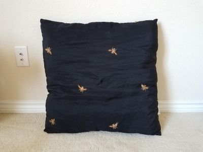 Large pillow w/bees