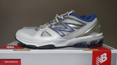 New in box women's size 9.5 new balance shoes