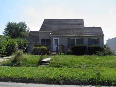 3 Bed 2 Bath Preforeclosure Property in Oskaloosa, IA 52577 - 4th Ave W