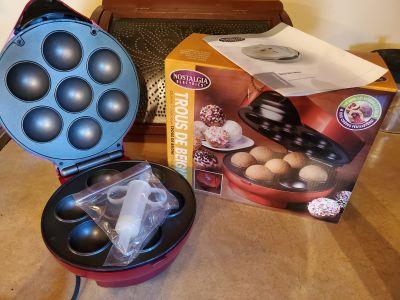 Donut hole maker
