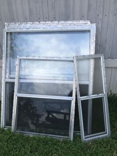 Mobile home windows with screens