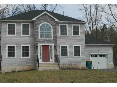 4 Bed 2.5 Bath Foreclosure Property in East Stroudsburg, PA 18301 - American Way