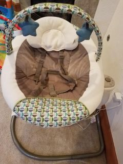 Graco Sweet Snuggle Infant Soothing Swing
