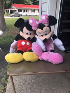 Extra large mickey and Minnie
