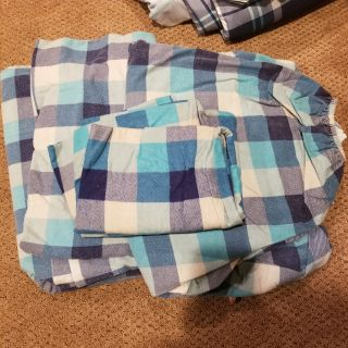 Full size flannel bed sheets & 2 pillow cases