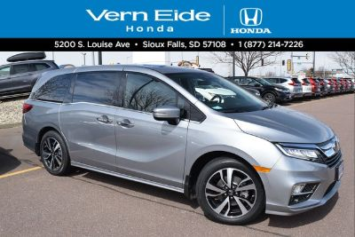 2018 Honda Odyssey elite (lunar silver metallic)