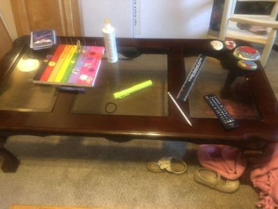 Free coffee table and end tables must pick up