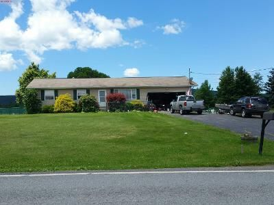 3 Bed 1 Bath Preforeclosure Property in Waymart, PA 18472 - Easton Tpke