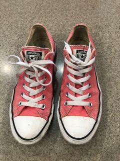 Size 9 Women s Converse Shoes