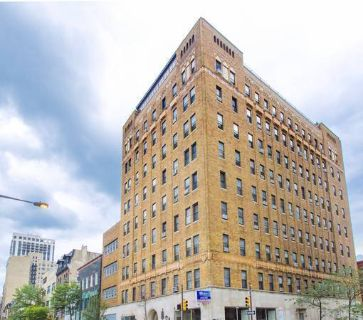 1 Bed 1 Bath apartment 22nd and Walnut W/D Hardwood flooring Gym on-site