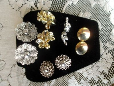 5 vintage pairs of clip on earrings/costume jewelry, excellent condition