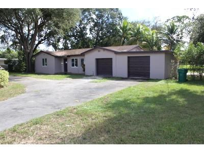5 Bed 3 Bath Foreclosure Property in Miami, FL 33169 - NW 151st St