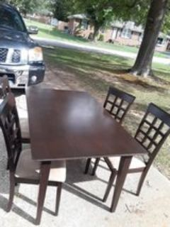 Used kitchen table set with 4 chairs