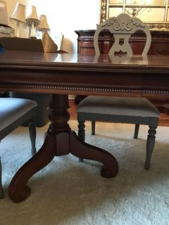 Solid wood dining room table with 2 leafs 200.00
