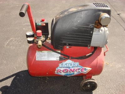 CLARKE AC200B 6 GALLON AIR COMPRESSOR