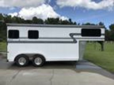 EXCELLENT CONDITION 2010 HAWK 2H Slant Gn Horse Trailer