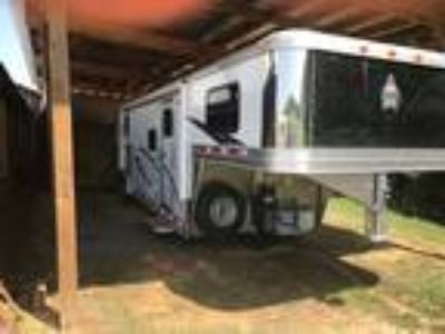 2015 ADAM 3 horse living quarter trailer