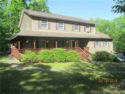 53 Wildwood Circle BLOOMINGBURG Four BR, Looking for a large