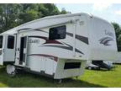 2010 Carriage RV Cameo 5th Wheel in Springfield, OH