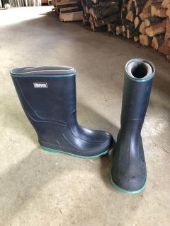 Women s boots with liners sz 7