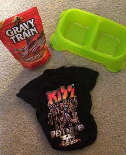 KISS Logo Tee, Lime Green Food & Water Bowl, AND a bag of treats for SMALL DOGS!