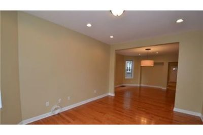 $2,250/mo, 1,500 sq. ft. Chicago - must see to believe. Single Car Garage!