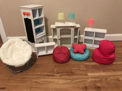 AMERICAN GIRL DOLL SIZED FURNITURE ITEMS! **scroll for more photos**