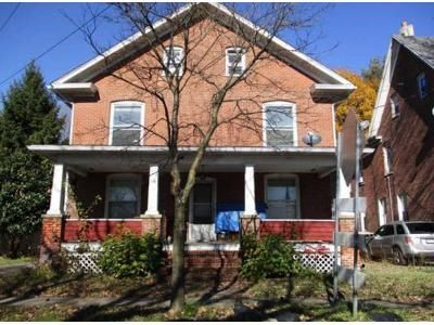 4 Bed 1 Bath Foreclosure Property in Stroudsburg, PA 18360 - Thomas St