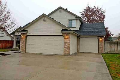 2227 E Harbour Grove Dr Nampa, Quality built home by Holton