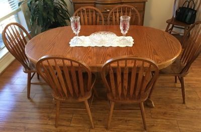 Dining Room Table w/7 Chairs