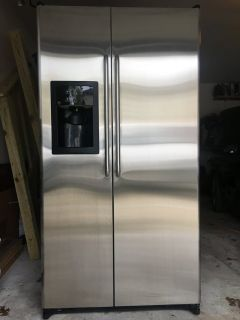 General Electric Side by Side Refrigerator