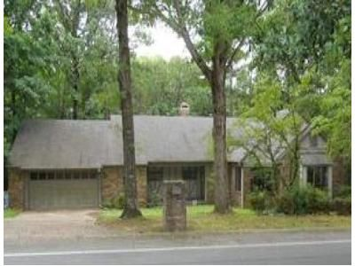 3 Bed 2.5 Bath Foreclosure Property in Little Rock, AR 72211 - Saint Charles Blvd