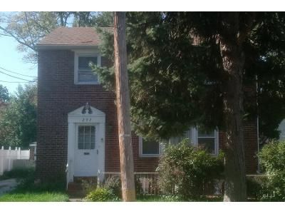 3 Bed 1 Bath Preforeclosure Property in Lansdowne, PA 19050 - Jackson Ave