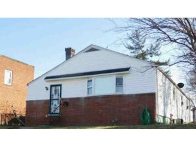 3 Bed 1 Bath Foreclosure Property in Baltimore, MD 21224 - 1/2 Marne Ave