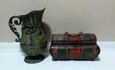 MATCHING METAL DECOR....EXCELLENT CONDITION