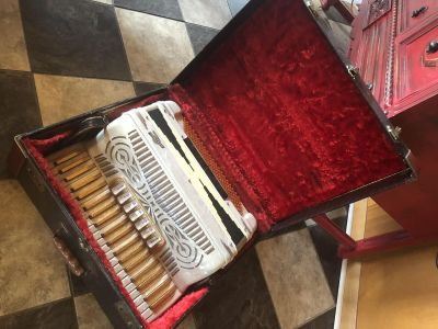 Accordion. General. Great condition. Made in Italy.