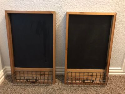 Set of 2 hanging chalkboards with baskets