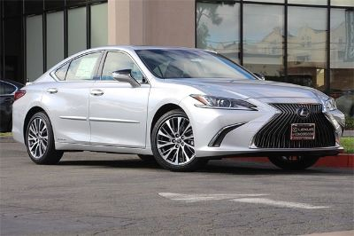 2019 Lexus ES 300h (silver)