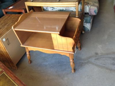 Maple End Table with Magazine Rack & Shelf (1407-473)