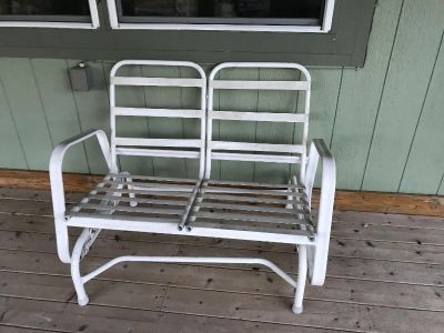 Patio bench with mismatch Texas cushions
