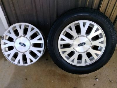 2 Ford Rims and a Tire 225/60/R16 (Fort Knox)