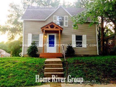 STUNNING 3 bed/2 bath home in Kansas City! HUGE Fenced Yard! Hardwood Floors! Newly Remodeled!