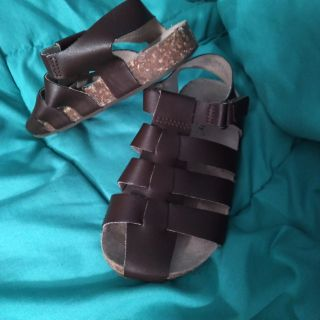 Old Navy brand brown sandals. Like new! Size 9. No buckle. Velcro.