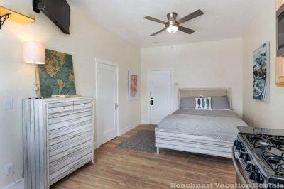 $2200 studio in Santa Cruz