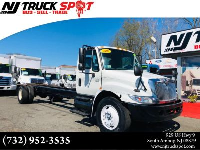2007 International 4200 CAB & CHASSIS (White)