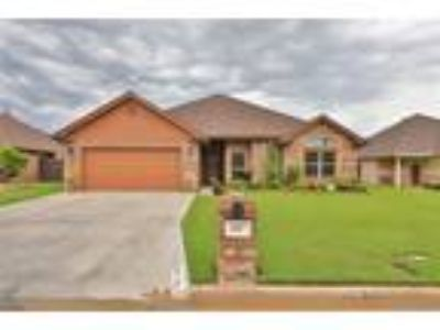 Abilene Real Estate Home for Sale. $249,900 4bd/Two BA. - Kim Vacca of