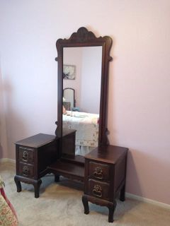 $600, Beautiful Antique Vanity  Dresser